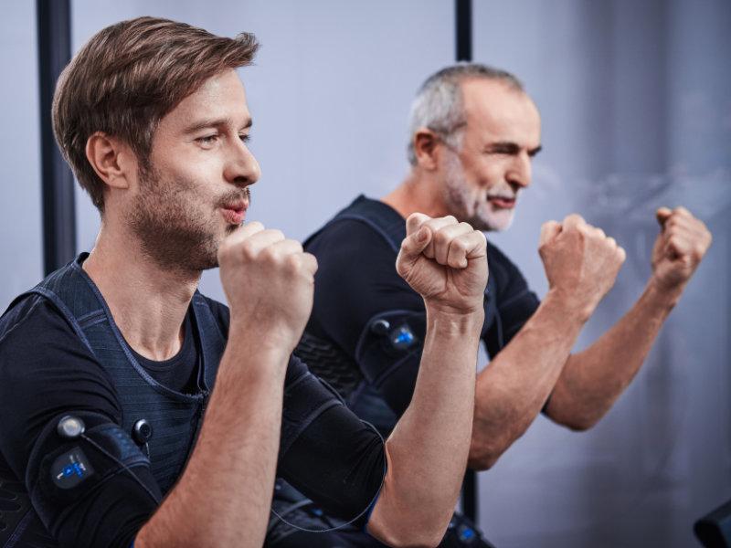Zwei Kunden beim EMS Training
